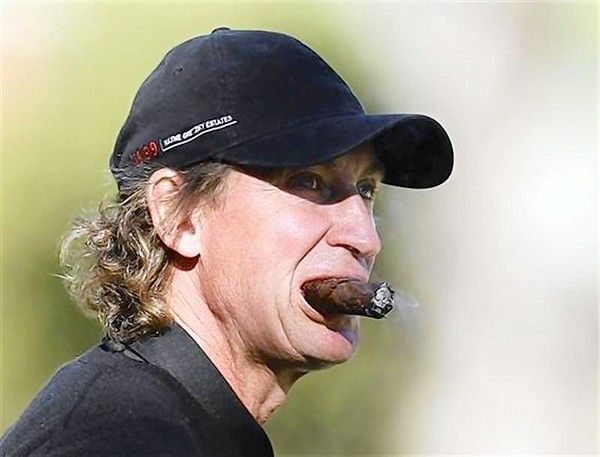 Wayne Gretzkey is one prime example of combining great hockey and cigars.