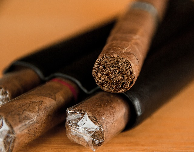 Cigars that properly demonstrate how to cut a cigar